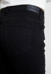 Wrangler - BODY BESPOKE - Jeans bootcut - black - 4