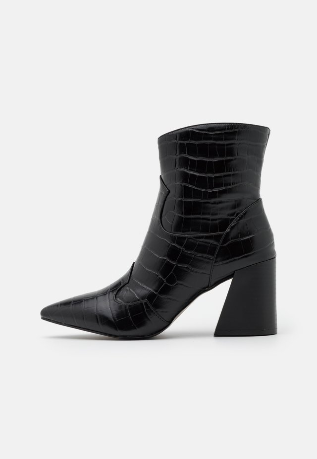 CARNATION WIDE FIT - Classic ankle boots - black