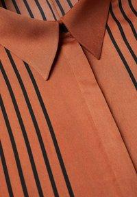 Mango - OVERSIZE À RAYURES - Button-down blouse - marron - 7