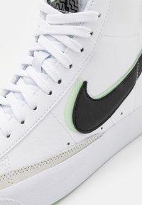 Nike Sportswear - BLAZER MID '77 - Korkeavartiset tennarit - white/black/vapor green/smoke grey - 5