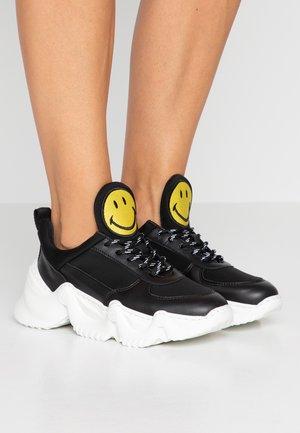 CAPSULE SMILE DONNA - Trainers - black