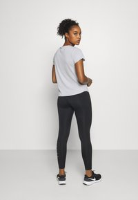 Nike Performance - RUN - Print T-shirt - grey fog/black - 2