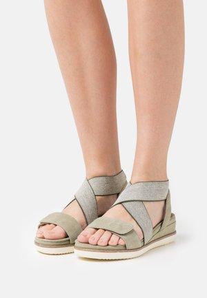 Sandály na platformě - pistacchio