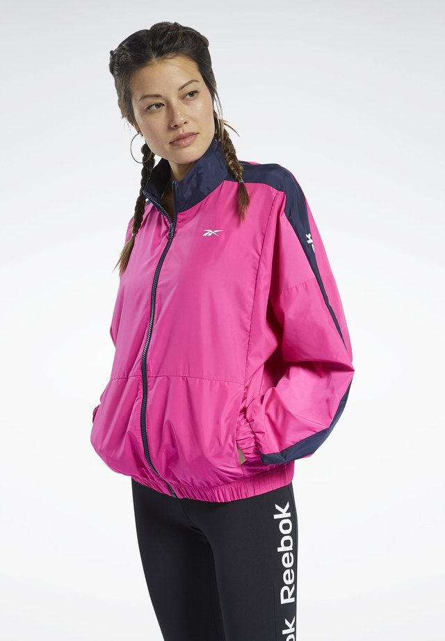 TRAINING ESSENTIALS WOVEN LINEAR LOGO JACKET - Giacca sportiva - pink
