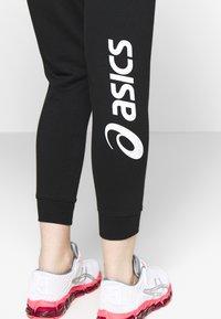 ASICS - BIG LOGO PANT - Tracksuit bottoms - performance black/brilliant white - 5