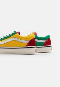 Vans - ANAHEIM OLD SKOOL 36 DX UNISEX - Skate shoes - green/yellow/red - 7