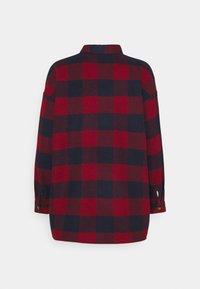 Noisy May Petite - NMFLANNY LONG SHACKET  - Summer jacket - rhubarb/navy blazer - 1