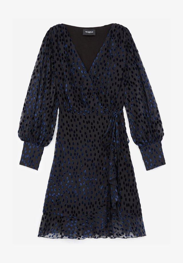 WITH POLKA DOTS - Day dress - black / purple