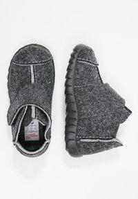 Superfit - HAPPY - Domácí obuv - schwarz - 1