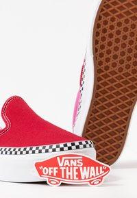 Vans - CLASSIC - Slip-ons - chili pepper/fuchsia pink - 7