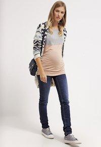LOVE2WAIT - SOPHIA - Slim fit jeans - stone wash - 1