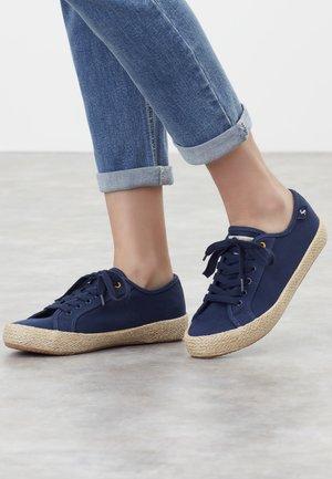MIT JUTE-DETAIL COAST SUMMER PUMP - Sneakersy niskie - französisch marineblau