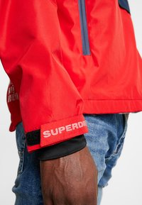Superdry - OVERHEAD ELITE WINDCHEATER - Windbreaker - tomato red - 4