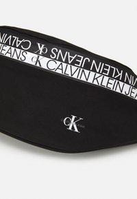 Calvin Klein Jeans - WAISTBAG MIRROR UNISEX - Bum bag - black - 3