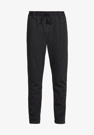 AKBASU PANTS - Pantalon classique - dark grey/black