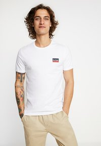 Levi's® - CREWNECK GRAPHIC 2 PACK - T-shirt con stampa - white/mineral black - 2