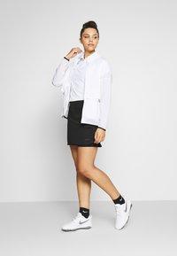 Nike Golf - REPEL ACE JACKET FULL ZIP 2-IN-1 - Sportovní bunda - white/black - 1