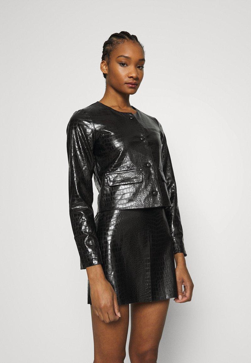 Who What Wear - VEGAN CROC COLLARLESS JACKET - Faux leather jacket - black
