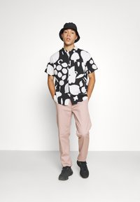 Obey Clothing - FRUIT STAND WOVEN - Shirt - black/multi - 4