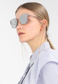 Michael Kors - SANIBEL - Sluneční brýle - milky pink - 1