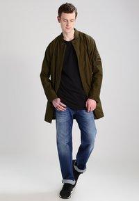 Diesel - LARKEE 008XR - Straight leg jeans - 01 - 1