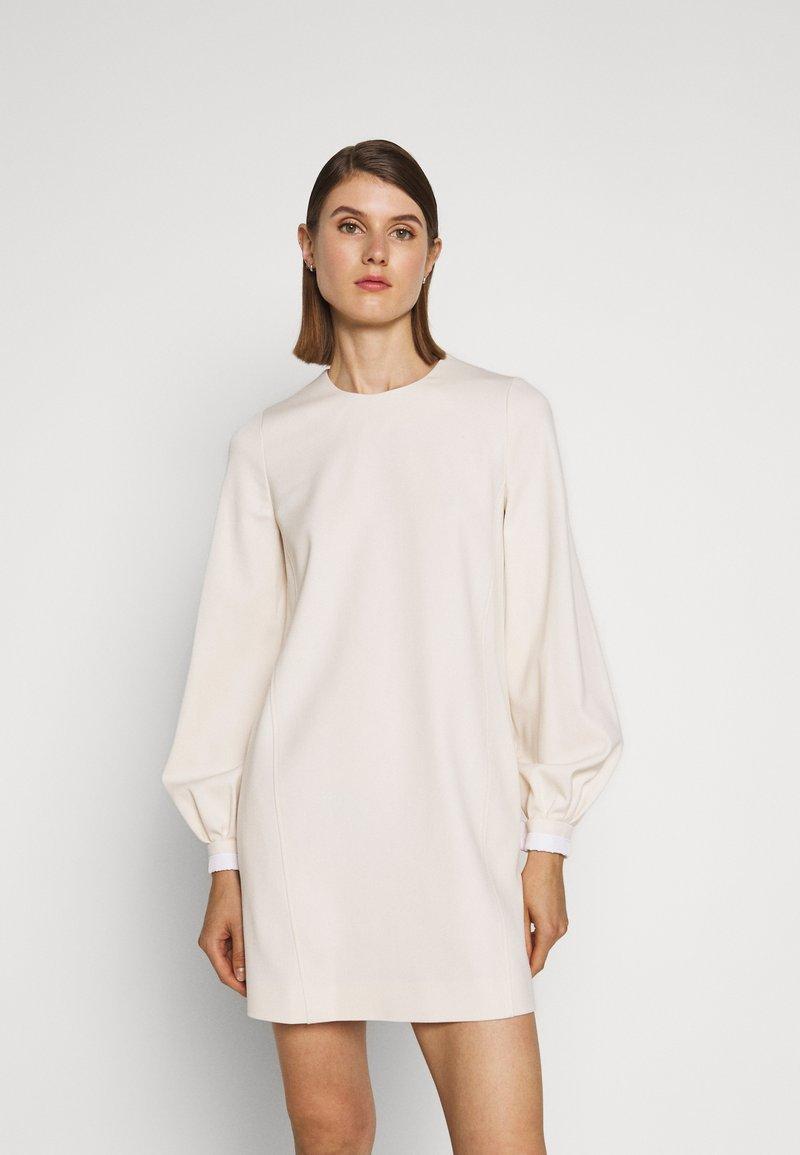 Victoria Victoria Beckham - BELL SLEEVE SHIFT DRESS - Sukienka letnia - cream
