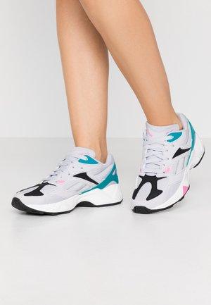 AZTREK 96  - Sneakers laag - steal grey/seaport teal/pos pink