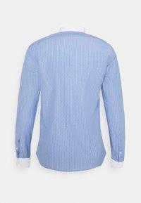 Shelby & Sons - PEARTREE SHIRT - Skjorta - light blue - 1