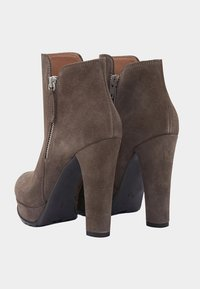 PoiLei - ZOE - High heeled ankle boots - taupe - 2