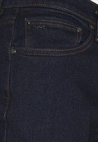 Michael Kors - PARKER  - Slim fit jeans - rinse wash - 5