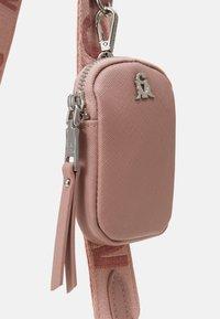 Steve Madden - BVITAL SET - Handbag - blush - 4