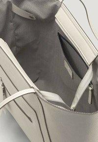 TOM TAILOR - MIT ANHÄNGER - Handbag - off white/off white - 3