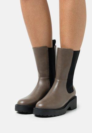 Platform ankle boots - coffe