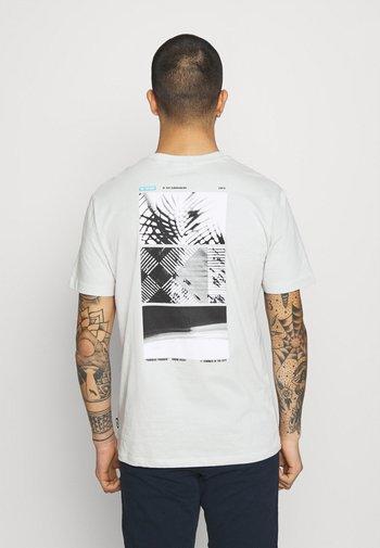 ONSPASTE LIFE TEE - Print T-shirt - glacier gray