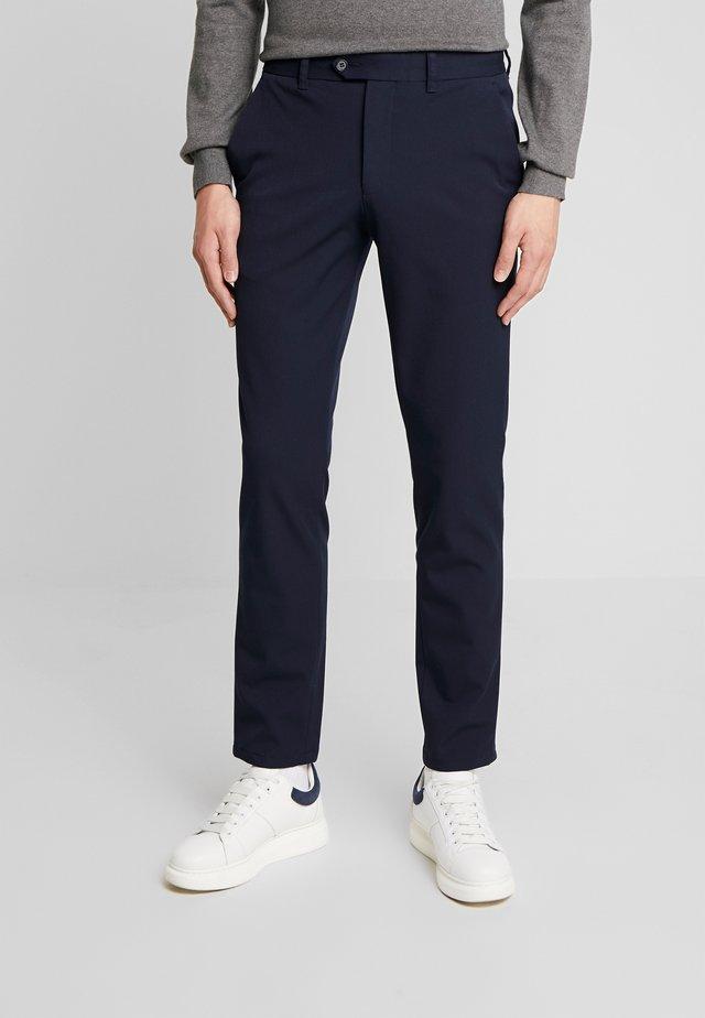 SLHSLIM-CARLO FLEX PANTS - Tygbyxor - navy blazer