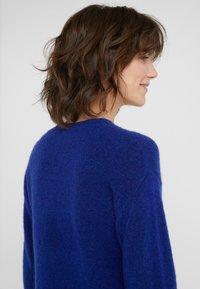 Bruuns Bazaar - HOLLY JOHANNE  - Svetr - indigo blue - 4