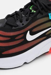 Nike Sportswear - AIR MAX EXOSENSE SE UNISEX - Sneakers basse - black/white/flash crimson/green strike/blue fury - 5