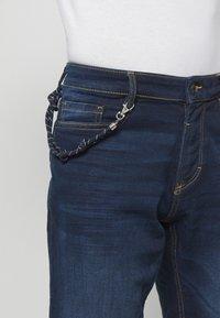 TOM TAILOR - Denim shorts - dark stone wash denim - 4