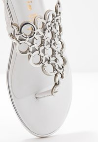 Tamaris - T-bar sandals - white - 2