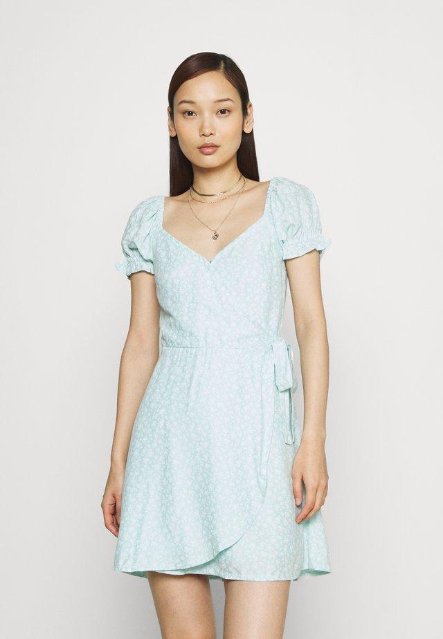 SPRING FLOATER WRAP DRESS - Sukienka letnia - blue
