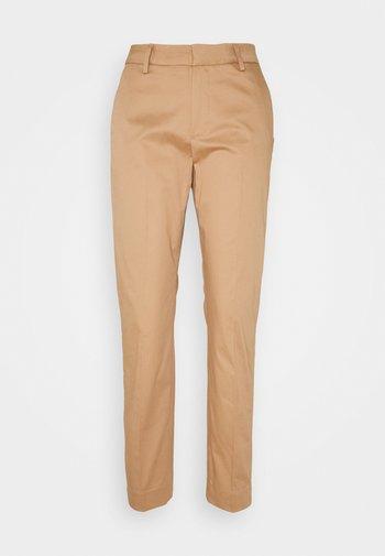 DREW COLE PANT - Kalhoty - burro camel