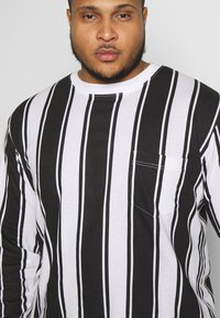Another Influence - VERTICAL STRIPE PLUS - Long sleeved top - grey/white - 3