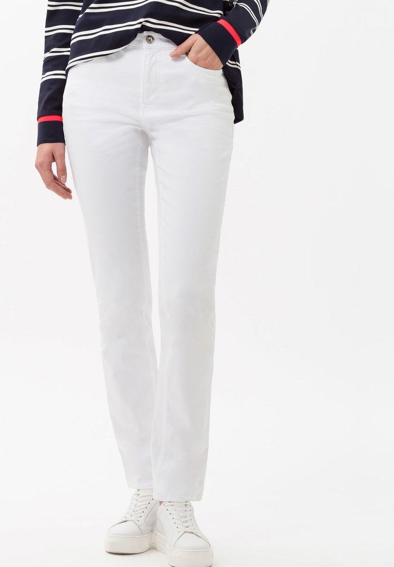 BRAX - STYLE CAROLA - Slim fit jeans - white