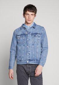 Weekday - SINGLE JACKET - Kurtka jeansowa - blue medium dusty - 0