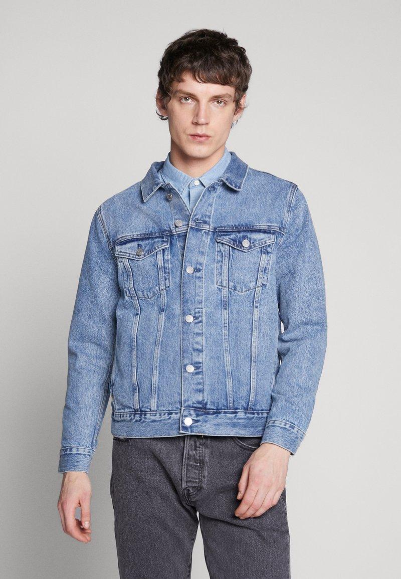 Weekday - SINGLE JACKET - Kurtka jeansowa - blue medium dusty