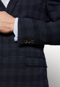 Ben Sherman Tailoring - MIDNIGHT TEXTURED CHECK SUIT - Completo - navy - 11
