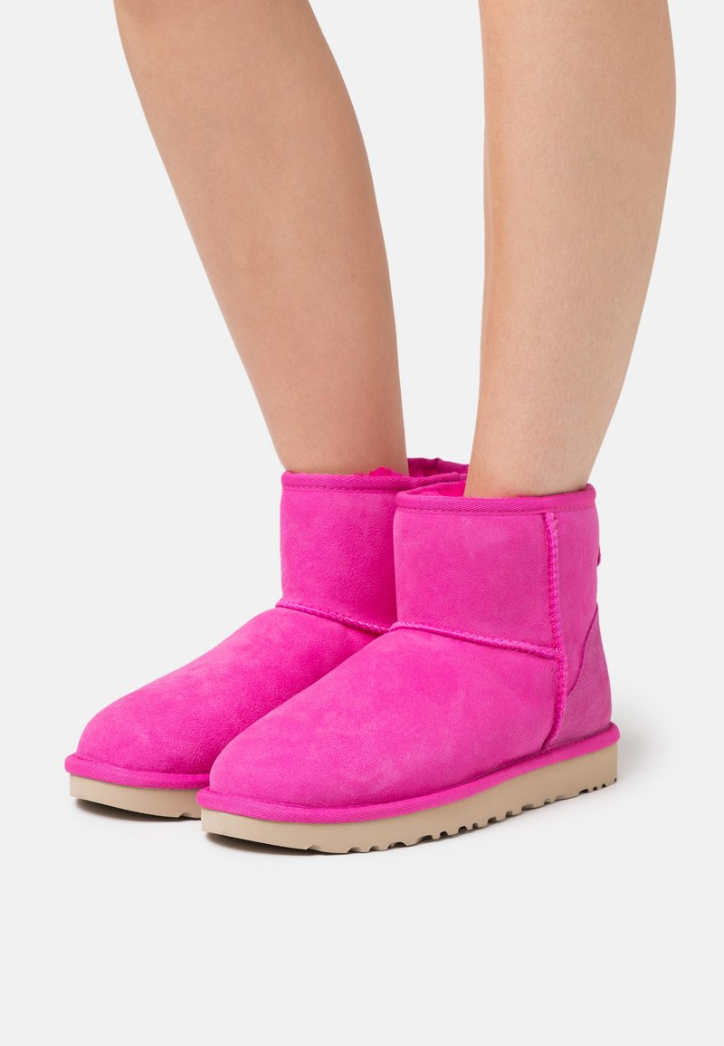 UGG - CLASSIC MINI II - Stiefelette - rock rose
