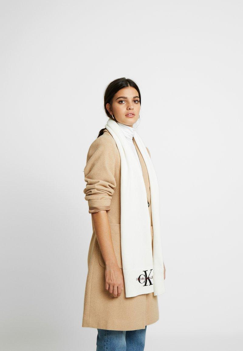 Calvin Klein Jeans - BASIC WOMEN SCARF - Schal - white