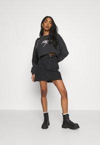 Abrand Jeans - OVERSIZED CROP - Sweatshirt - black fade - 1