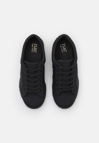 NAE Vegan Shoes - GANGES VEGAN - Matalavartiset tennarit - black - 5